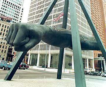 Detroits_Fist_Scupture